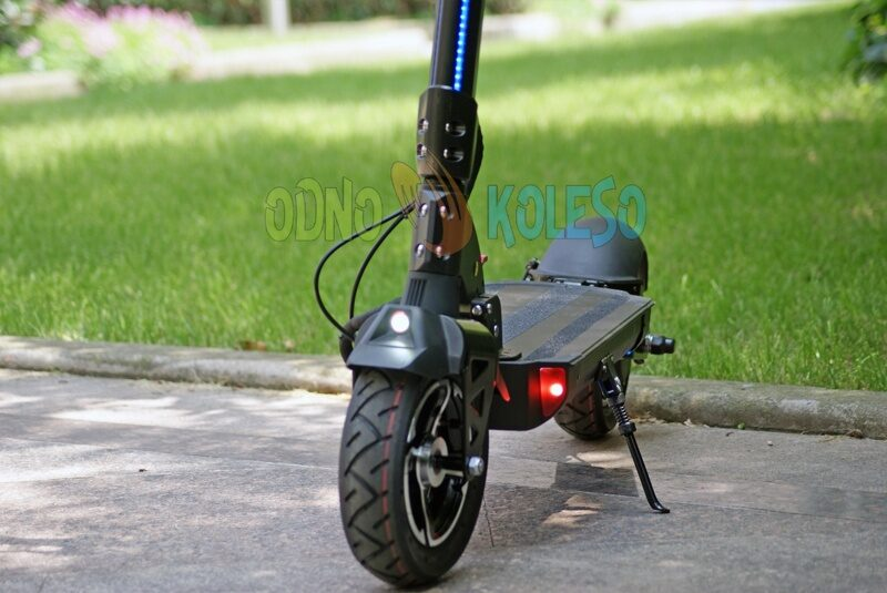 new_electric_kickscooter_2018_currus_t10.jpg