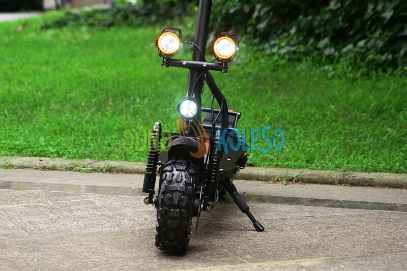 alligator_electric_scooter_front.jpg
